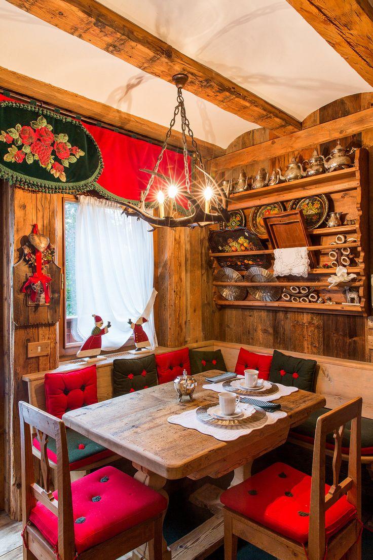 The breakfast nook in the kitchen of a duplex in Cortina d'Ampezzo. (Photo: Mattia Balsamini for The New York Times)