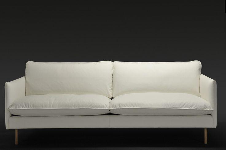 Kuusilinnan oman malliston  Ilma-sohva valkoisella nahalla