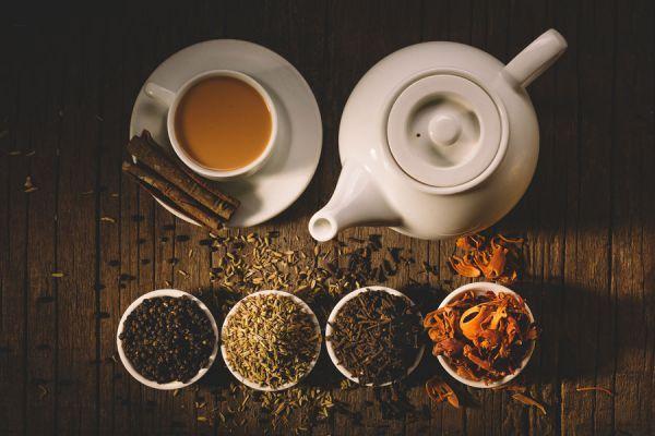 Las hebras de té son muy sencillas de adquirir en el mercado, y muy económicas. Con ellas podemos preparar té casero y aumentar sus bondades, añadiendo un sabor extra y especial, a nuestro gusto.