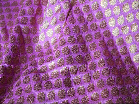 Mauve Roze en Gouden Bloemen Patroon door Indianlacesandfabric