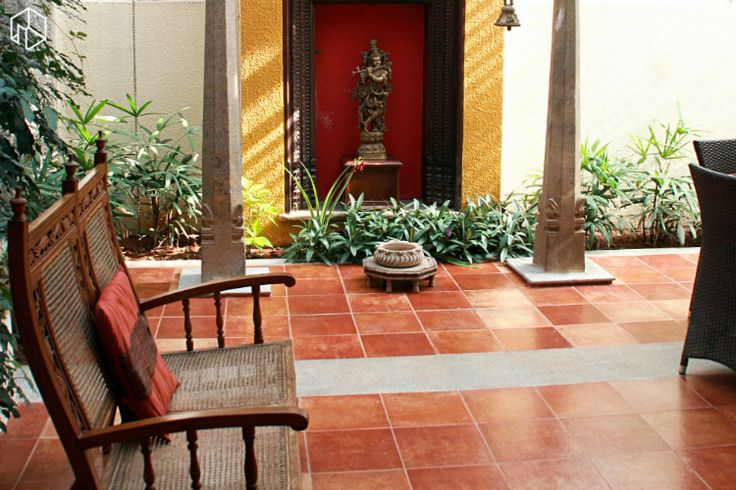 Home owners: Arati and Sundaresh Location: Sarjapur Road, Bangalore Type: Bungalow Styles: Urban-Ethnic, Chic, Contemporary Tucked away from Bangalore's busy commercial areas is Arati and Sundaresh's home, Temple Bells, cordoned off by trees in the most serene and location. The well-mowed lawn has a stone footpath that trails towards the front door. An original antique