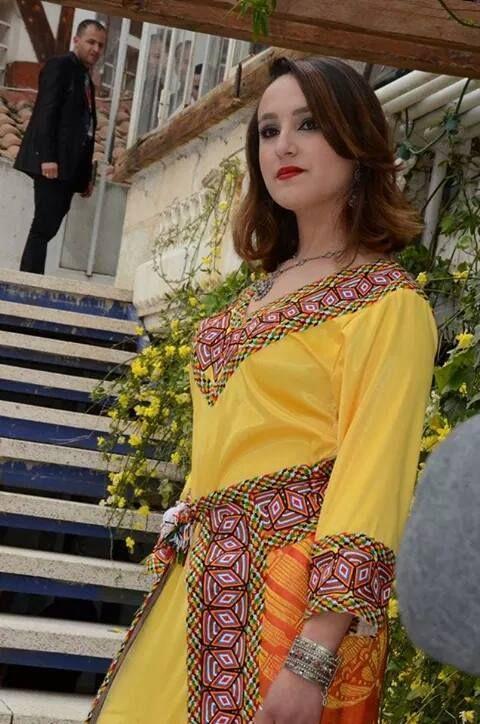 Robe kabyle tr sor alg rien kabyle pinterest kabyles for Maison kabyle moderne