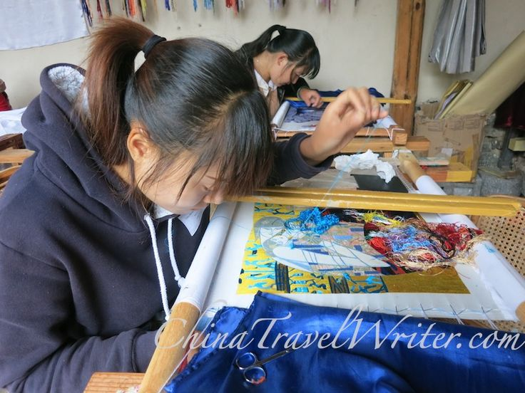 The Bai people are famous for their embroidery. However with modernization, some people are losing the skill. So some people have set up an embroidery school to keep the art alive. Here some people learn to embroider.
