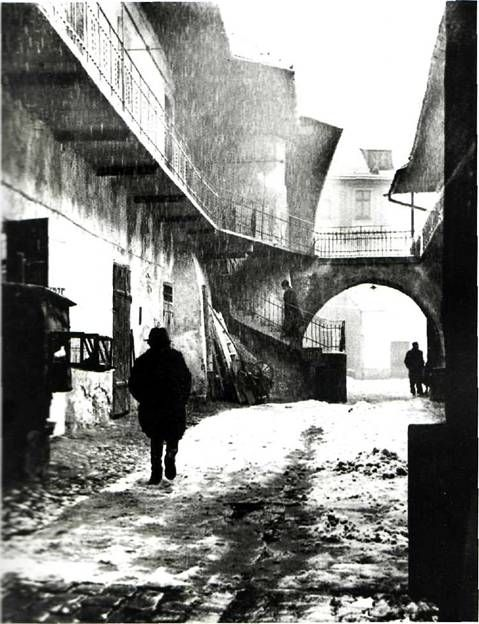 ROMAN VISHNIAC. Entrance to the Ghetto, Cracow, 1937