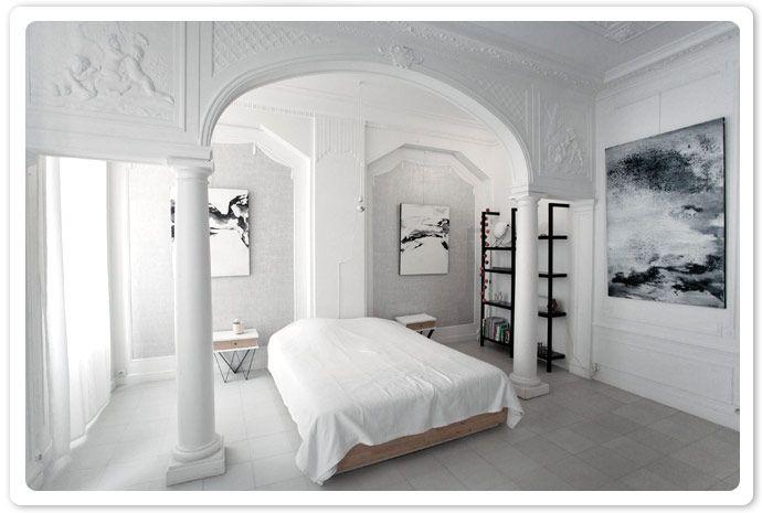 L'Appartement est une chambre d'hôtes 4 étoiles et galerie #art, située dans un ancien hôtel particulier en plein cœur de #marseille. Si vous souhaitez séjourner dans un endroit d'exception et #atypique, mêlant le charme de l'ancien au #design #contemporain, voici l'adresse parfaite que je vous confie aujourd'hui. #galerieart #chambredhotes #artiste #designer #artmarseille #white #blanc #decoration #pure #alcove #chambre #moulures © : dossierphoto.fr