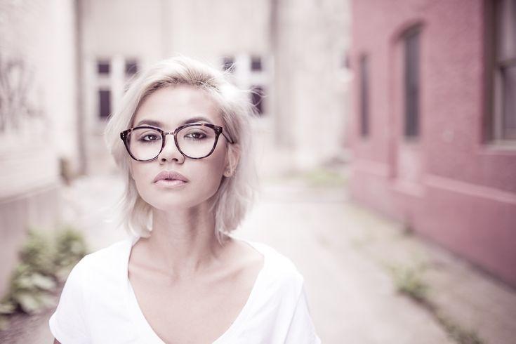 Hornbrillen: zeitlose modische Brillen-Statements.