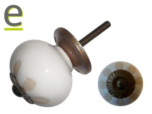 Pomelli di ceramica, modello CK-875. Bianchi, con decorazione a bassorilievo color panna  https://easy-online.it/shop/pomelli/pomelli-bianchi-ck-875/