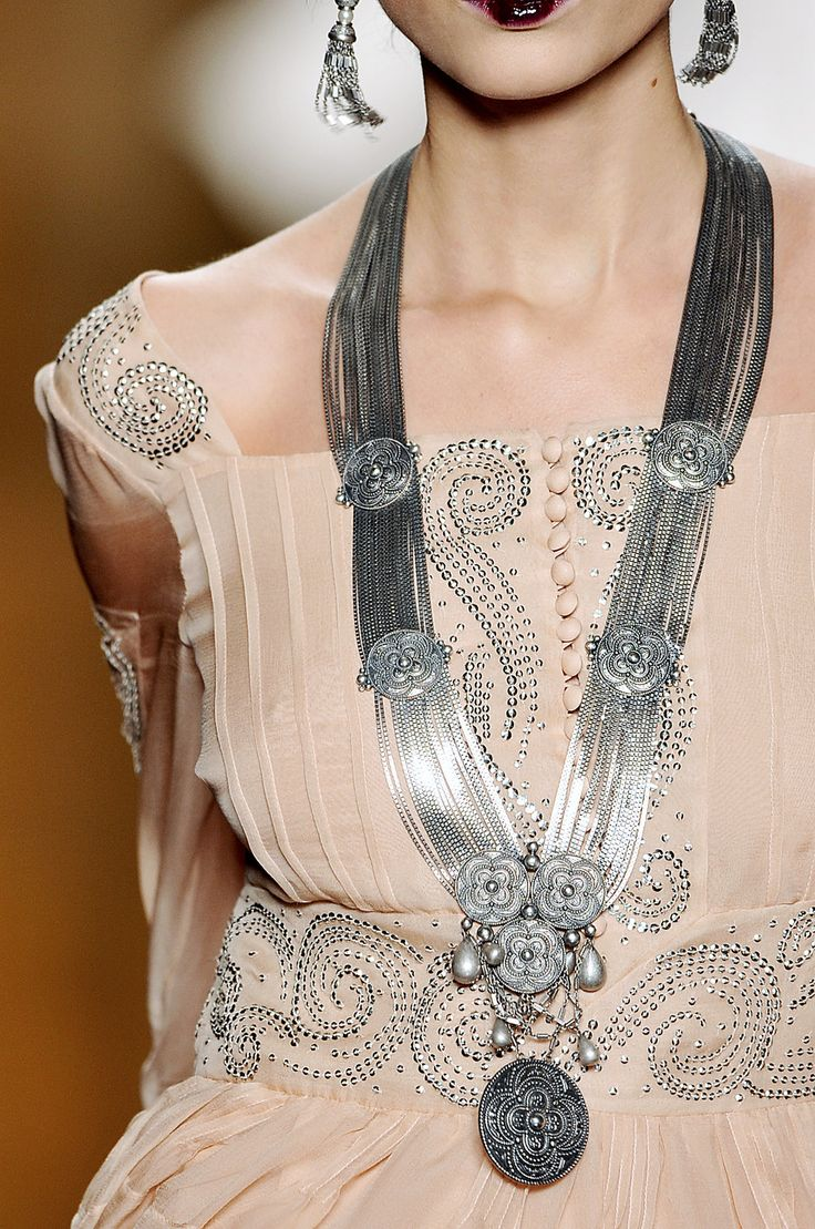 Christian Dior silver chain and medallion necklace: Silver Necklaces, Fashion, Christian Dior, Blushes, Couture Dresses, Dior Fall, Long Necklaces, The Dresses, Haute Couture