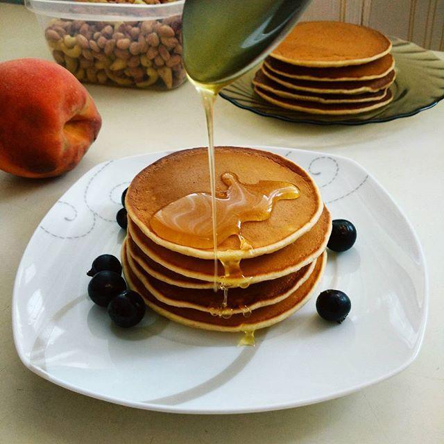 Панкейки на сухой сковороде без масла для тех кто следит за фигурой! #pancakes #breakfast #завтрак #панкейки #cook #food #yammy