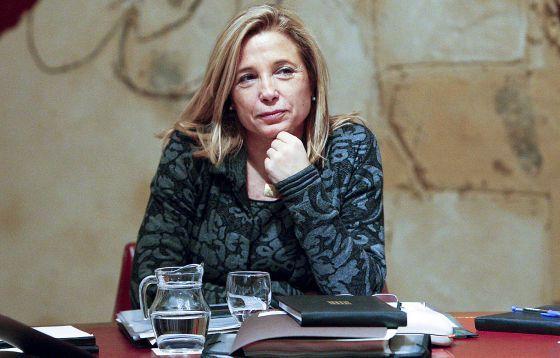Expertos de la Generalitat proponen prescindir de la mayoría de funcionarios Solo policías, inspectores y figuras de autoridad mantendrían el estatus El resto de empleados públicos serían laborales