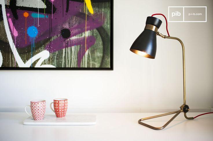 Lampada Kellly e molti altri lampade da scrivania da scoprire su PIB, lo specialista in arredamenti, illuminazioni e decorazioni vintage.