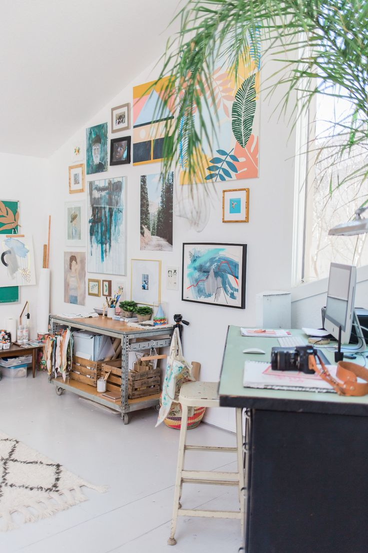 Mid-century Tulsa home | photos by Melissa Click | shop the home: sofa - rug - tree stump - pillow - overarching floor lamp - planter - marble box - floor lamp - chandelier Follow Gravity Home: Blog -...