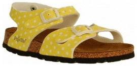 Omy how cute would these be with an itsy bitsy teeny weeny yellow polkadot bikini!!!!   Mooie gele meisjessandalen van Birkenstock met verstelbare riempjes over de wreef. Trendy maken deze sandalen de leuke polka dot uitvoering. De binnenzijde van de banden is van stof, dit voorkomt schuren. Het voetbed is van kurk, wat zich door het dragen naar de voet gaat vormen. De rubberen zool is voorzien van een profiel.