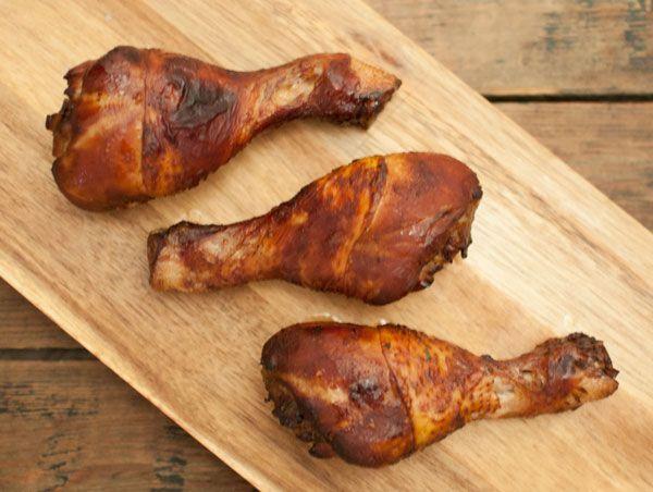 Deze Surinaamse kippenpoten zijn god-de-lijk. Knapperig, sappig en kruidig. Wat wil een mens nog meer. Lekker in combinatie met Surinaamse nasi of bami.