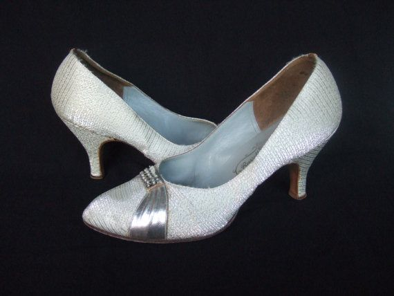 Vintage 1950s shoes / 50s silver court shoes by StellaRoseVintage
