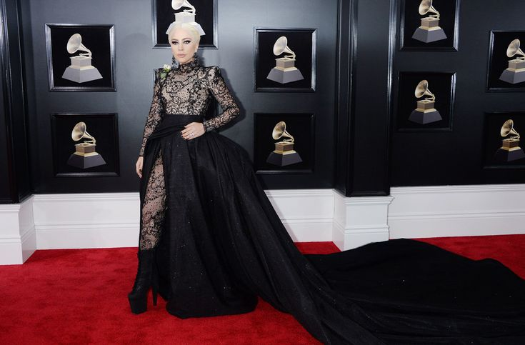 http://www.revelist.com/celebrity/lady-gaga-taylor-swift-collab/11392/<p>When Lady Gaga hit the red carpet, all heads turned (as per usual with the singer).</p>/1/#/1