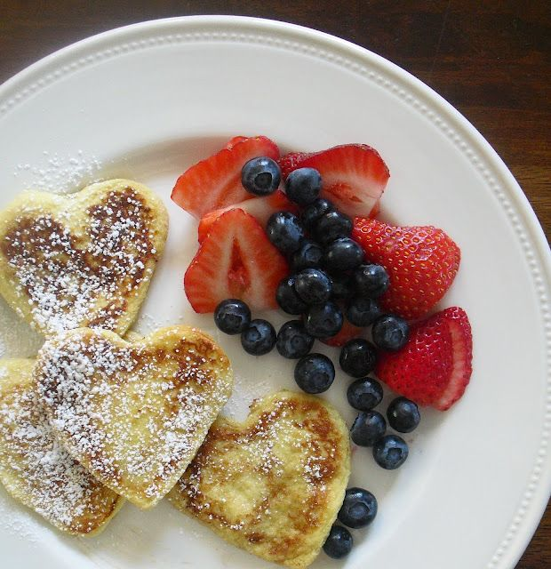 Valentine's Day breakfast! French toast hearts with fruit! Im soo doing this for my babies on vday :)