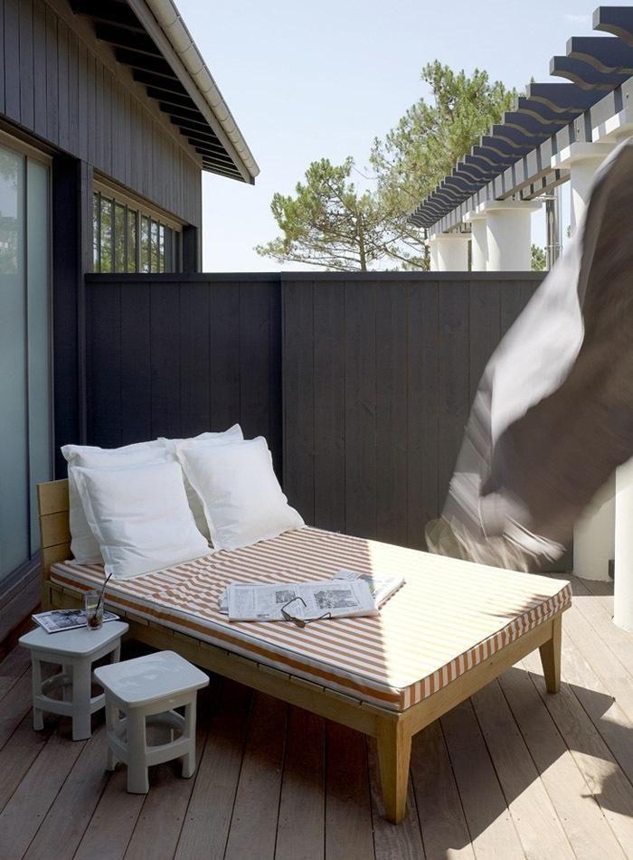 decks-patios-dark-wood-light-wood-chaise-lounges-outdoor-furniture-outdoor-walls-pillows