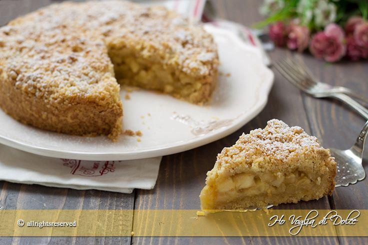 Sbriciolata alle mele una torta genuina dal ripieno cremoso di mele, crema e cannella. Una ricetta facile e veloce da preparare perfetta per la colazione.