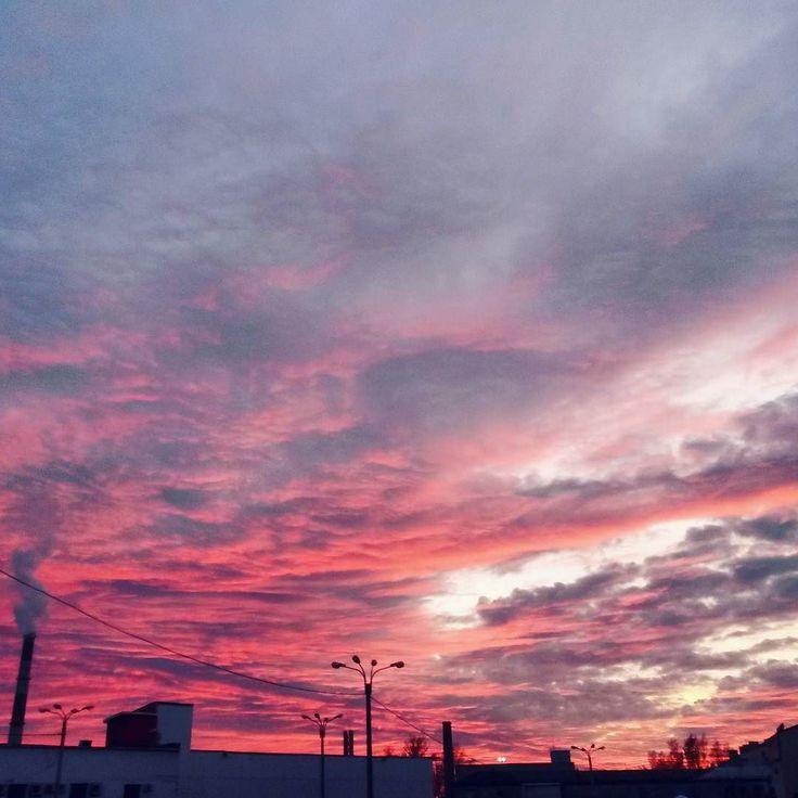 Сегодня был невероятный закат #небо #спб#Питер by im_margarita_