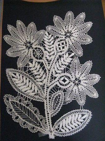 De jolies Fleurs en dentelle Russe.