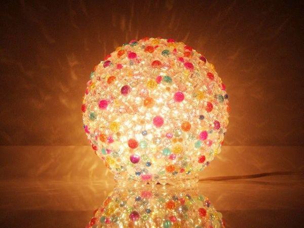 ビー玉で作ったランプシェード。とってもきれい。
