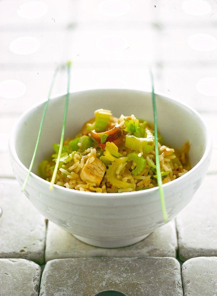 Ha un sapore deciso e insolito l'insalata di riso all'orientale. Come si prepara? Seguite questa facile ricetta e provate a gustarla anche tiepida durante le bella stagione.