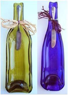 Como soy fanática de reciclar botellas de vidrio hoy les traigo como convertirlas en bandeja....para picar algo...