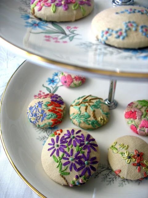 pretty covered buttons.  Love the use of beige linen to give the buttons a vintage feel.