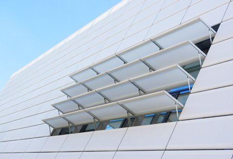 Fachada no Centro de Ciência em Straubing, feita de fibra de vidro com aletas