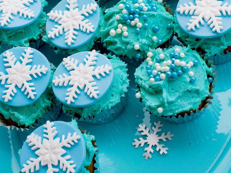 If you want to throw a Frozen party - without dropping a bomb on official merchandise - take a look at these simple ideas for bringing Arendelle to life.