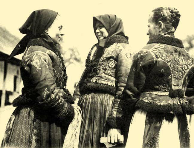 15-11-11  Women wearing ködmön jackets  Nagycigánd, Borsod-Abaúj-Zemplén County