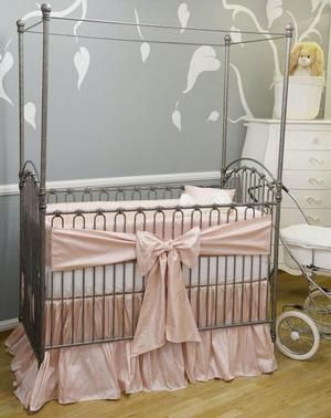 Such a simple yet elegant setting for the pewter venetian crib.
