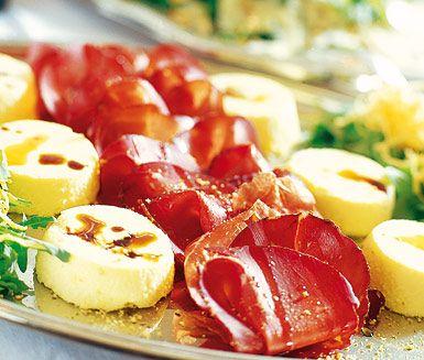 Parmesanmousse passar utmärkt till festliga tillfällen! Servera parmesanmoussen tillsammans med antingen bresaola eller parmaskinka och njut av hur de lena och ljuvliga smakerna blandas i munnen.
