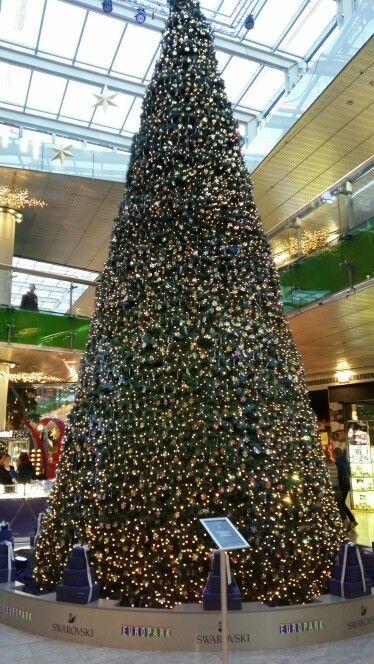 19.12.2015 - Swaroski Baum im Europark
