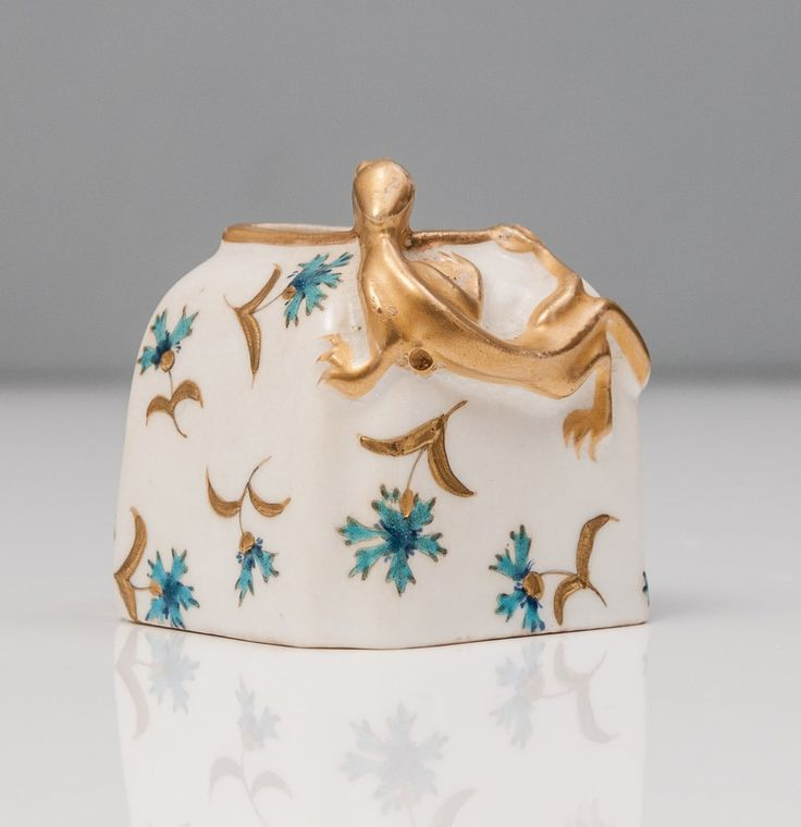 Antique Royal Worcester Aesthetic Japanese Lizard Type Inkwell or Brush Pot (Code 0891)