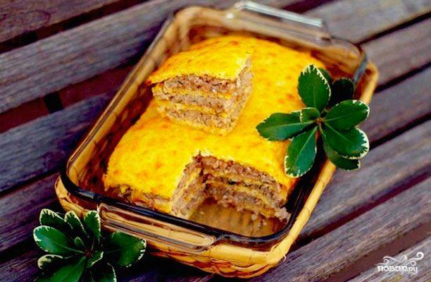 Слоеный сырный пирог с куриным фаршем - вкуснейший пирог из всех, что я пробовал за последнее время. Любители сыра будут в восторге. Не стыдно подать и на праздничный стол!