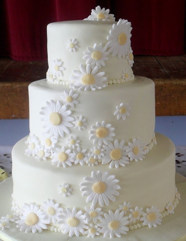 wedding cakes with daisy decorations 1000 ideas about wedding decorations on 26016
