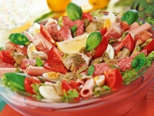 Sałatka z karczochami i salami