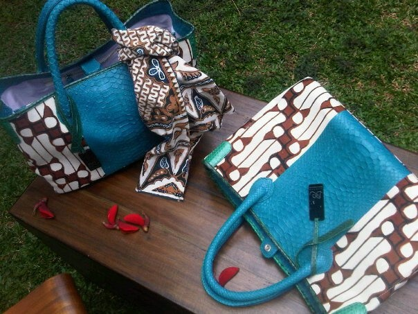 Indonesian batik bag made of snake skin and high quality Indonesian Batik. Bright color, great design. A must-have.