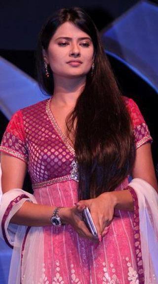 Kratika Sengar in Salwar