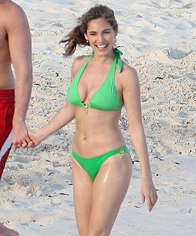 Hollie strano bikini