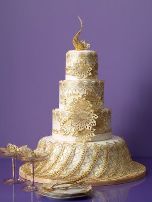 Kery Vincent's Wedding Cake ~ Master sugar artist Kerry Vincent was inducted into the International Cake Exploration Societé Hall of Fame in 2004, and then the Dessert Professional Hall of Fame in 2010 - true star of the Food Network's Challenge...!