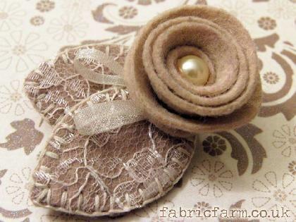 felt art broches | ... felt rose brooch champagne cream felt rose brooch share price £ 6 00