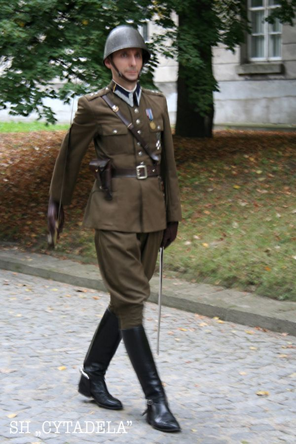 1937 Polish Army officers' summer service dress uniform (with 1931 pattern helmet)