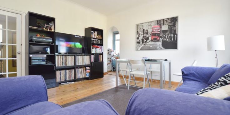 Our latest home To Rent is this charming one bedroom first floor conversion flat ideally located in the sought after Upper Leytonstone area minutes walk from the Central Line Tube Station, Town Center & Epping Forest.   This larger then average property is presented in a good condition & benefits from having direct access to a private communal garden.  This flat would be an ideal starter home for tenant/s needing access to the city.   Viewings begin this weekend