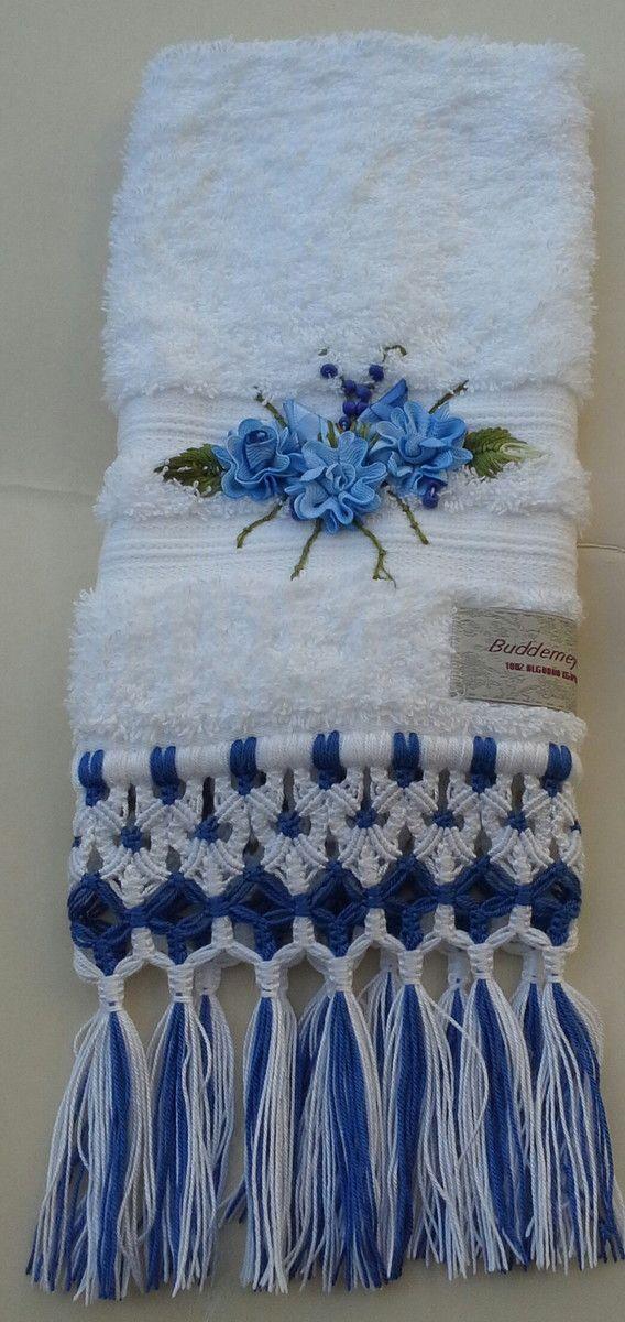 Delicada+toalha+em+fio+egípcio+com+bordado+de+sianinha+e+acabamento+em+macramé.
