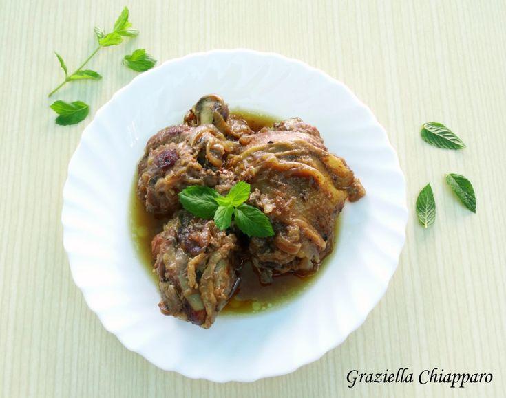 Pollo+in+umido+con+cipolla+rossa+di+Tropea+e+liquore+alle+erbe