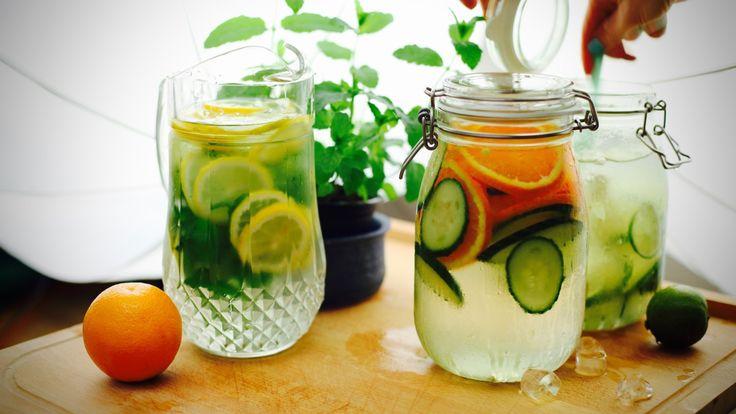 Νερό με γεύση αγγούρι και πορτοκάλι  ΥΛΙΚΑ  -1 πορτοκάλι, κομμένο λεπτές φέτες -⅓ αγγούρι -1 κιλό παγάκια  -1 ½ λίτρο νερό    Νερό με γεύση λεμόνι και δυόσμο  ΥΛΙΚΑ  -5 κλαδάκια δυόσμο -2 λεμόνια, κομμένα λεπτές φέτες -1 κιλό παγάκια (και με λιγότερα γίνεται μια χαρά) -1 ½ λίτρο νερό    Νερό με γεύση λάιμ και τζίντζερ  ΥΛΙΚΑ  -2 λάιμ -1 τζίντζερ -1 κιλό παγάκια (και με λιγότερα γίνεται μια χαρά) -1 ½ λίτρο νερό