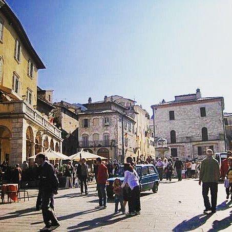 🇮🇹ASSISI🇮🇹 #melbournelifelovetravel #piazza #assisi #umbria #streets #history #beautiful #picturesque #visititalia #visitassisi